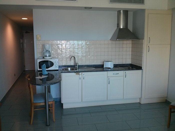 Cocina de uno de los apartamentos Marinasol en Gran Canaria