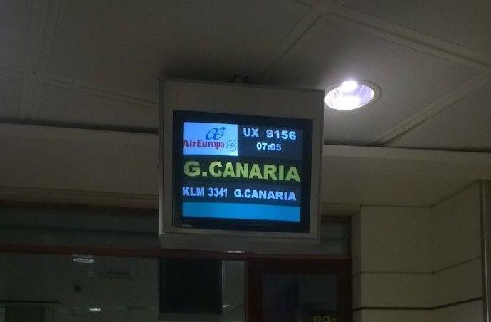 Pantalla aeropuerto vuelo a Gran Canaria