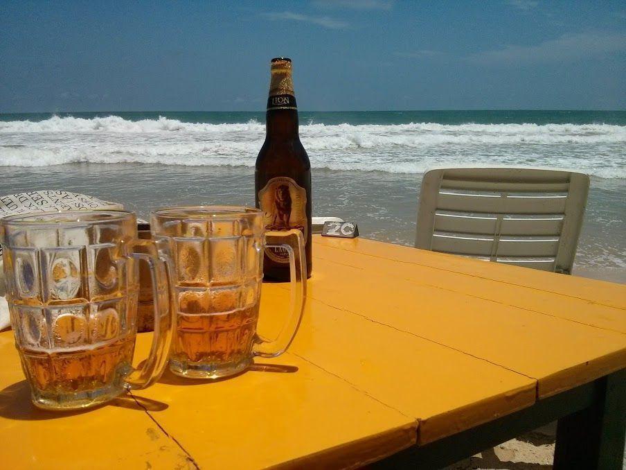 Cerveza Lion en Mirissa Beach