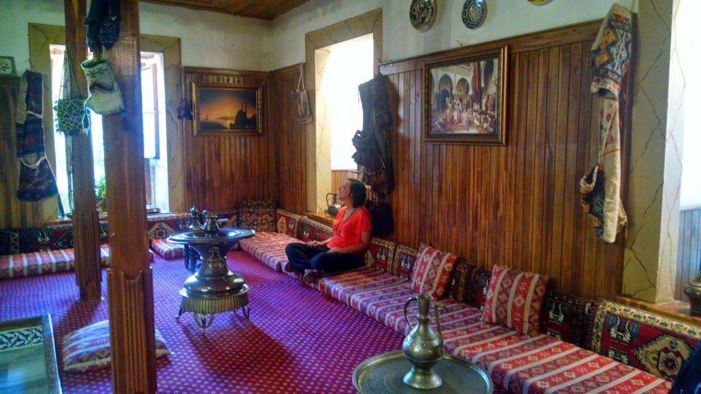 Inês en éxtasis después del relajante baño y masaje turco. Sensación de deber turista cumplido y limpia para aguantar el vuelo que nos espera!