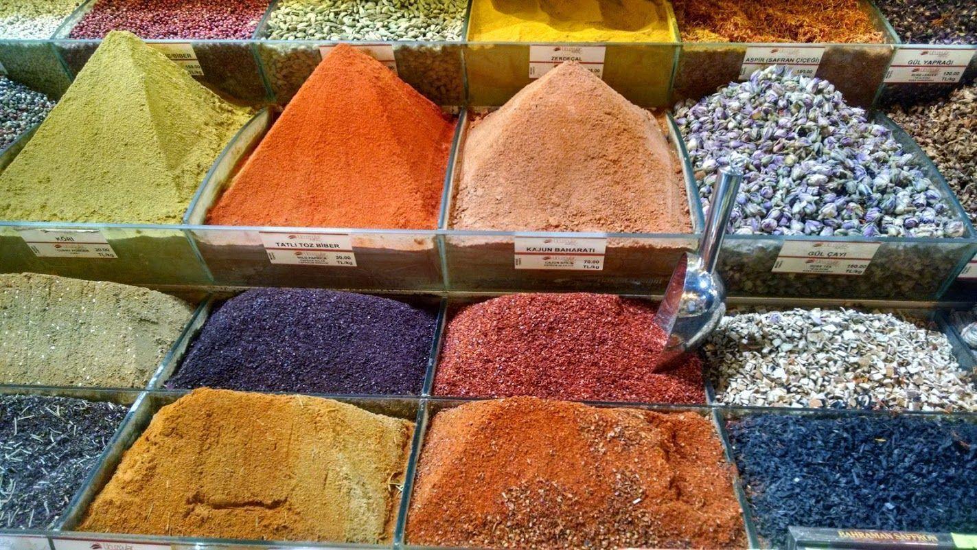 Colores Especia(les) en el Bazar de las Especias, o Bazar Egípicio