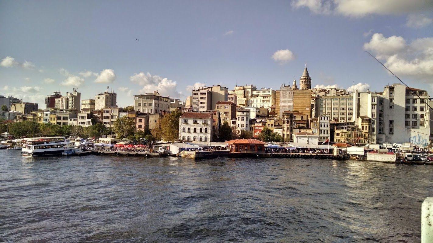 La Torre de Gálata desde el puente de Gálata