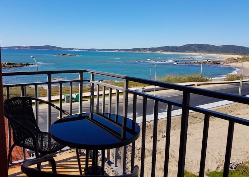 Balcón en el Hotel Delfín Azul, en la playa A Lanzada