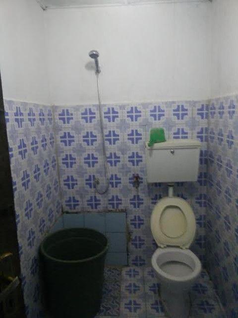 El baño, compartido, en Casa Esperança, Lospalos