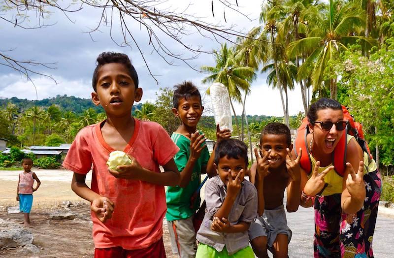 Mientras caminábamos por Baucau, hicimos varias paradas con lxs niñxs que nos pedían