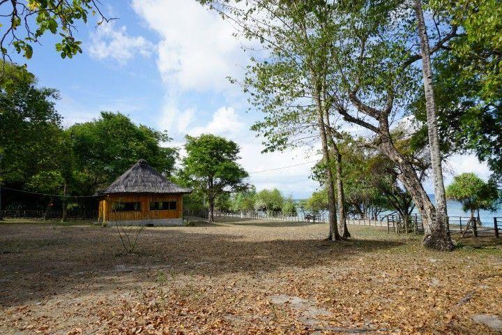 Los bungalows en Valu Sere,en el Parque Nacional Nino Konis con vistas a la isla de Jaco