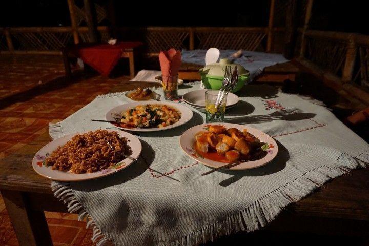 Cena en Valu Sere, parque nacional nino konis