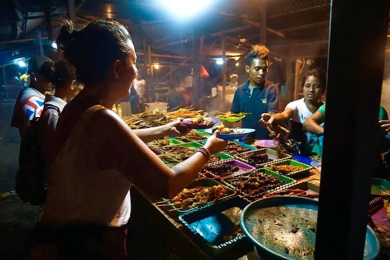 Comprando la cena en Dili
