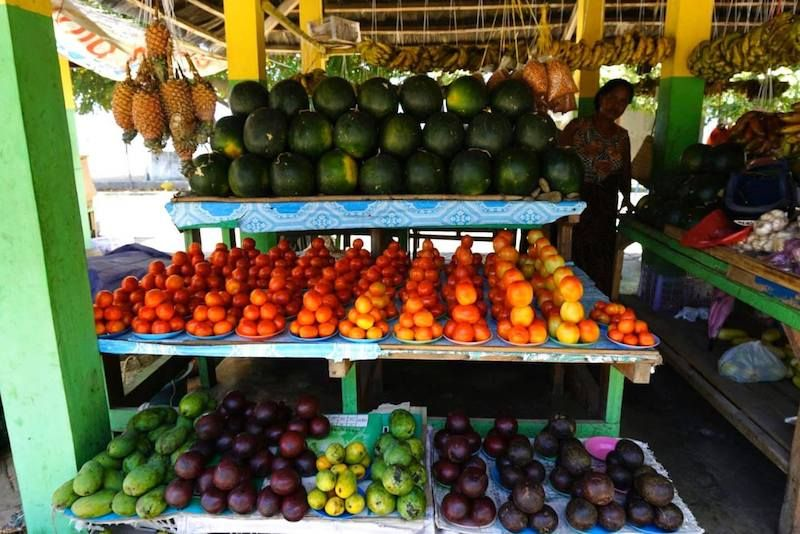 Mercado en el paseo marítimo de Dili