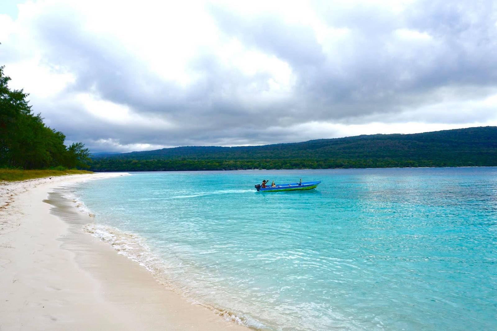 Barco en la isla de Jaco