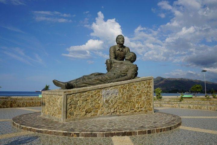 Monumento a la masacre de Santa Cruz, en el paseo marítimo de Dili