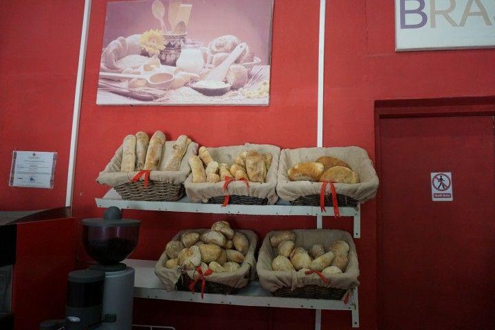 La deliciosa variedad de pan a la moda portuguesa, en Padaria Brasão