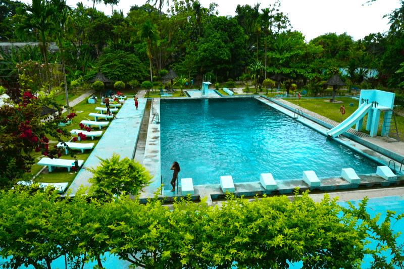 La increíble piscina municipal de Baucau, que se llena directamente con agua natural de las montañas (es cierto, ves el agua bajar!)