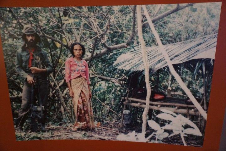 Una de las muchas fotografías disponibles en el Museo. Aquí, dos resistentes en el refugio de las montañas.