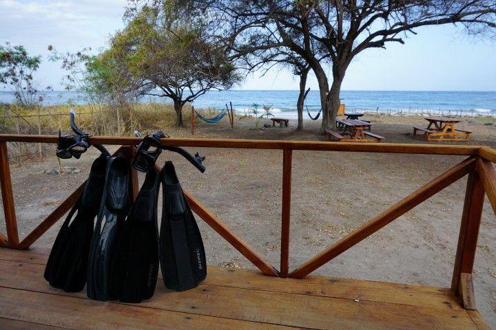 Nuestro equipo de snorkelling descansando después de unas cuantas horas con nosotrxs en el mar, en Atauro Dive Resort