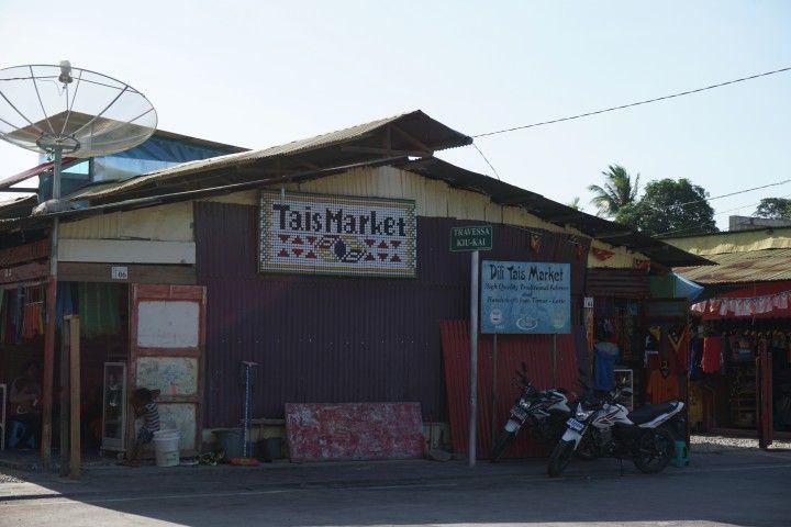 Entrada al mercado de Tais, en Dili