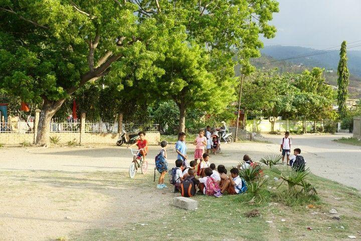 Niños jugando en Dili