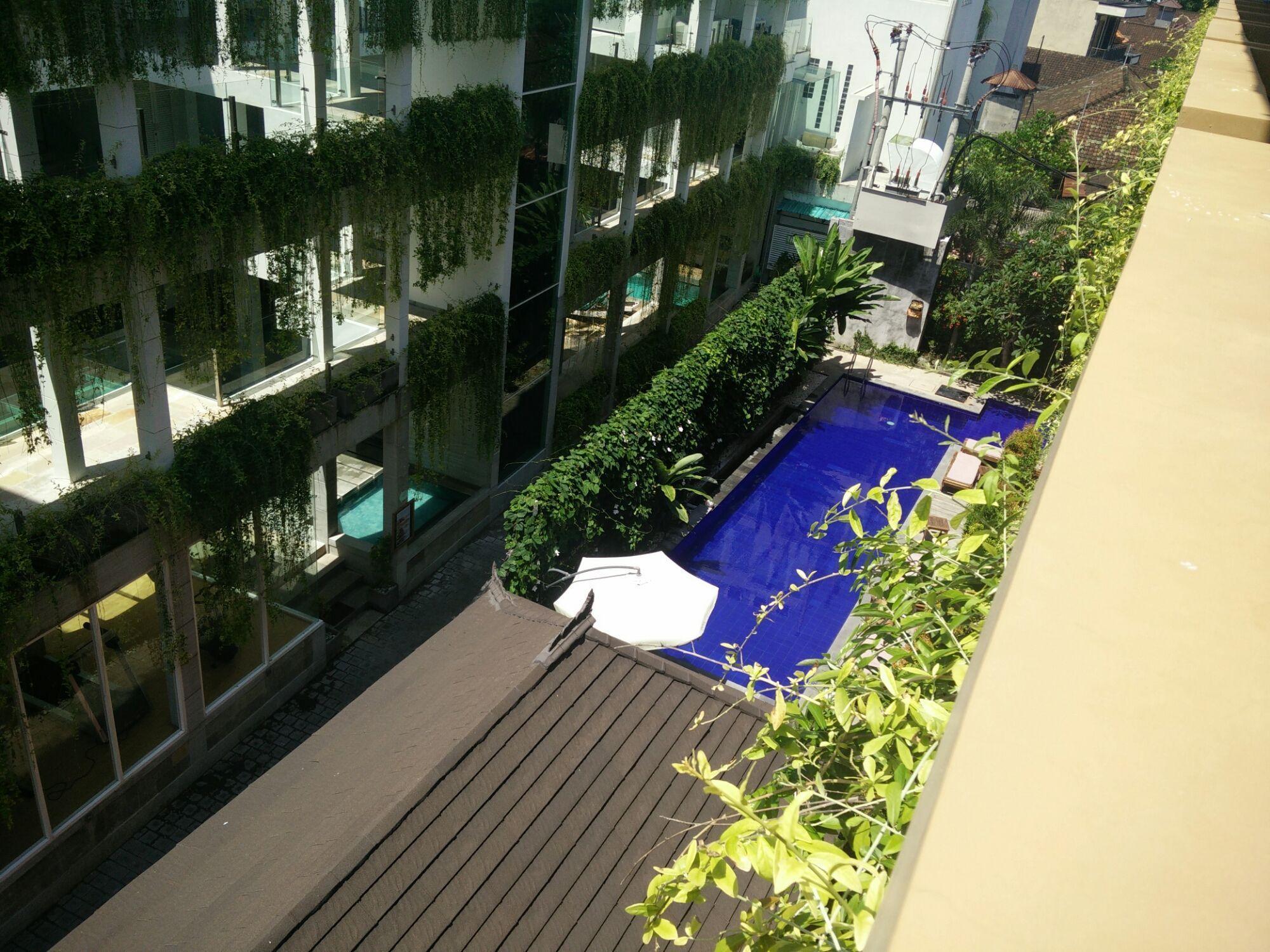 Piscina del Hotel Bali Chaya, vista desde la habitación