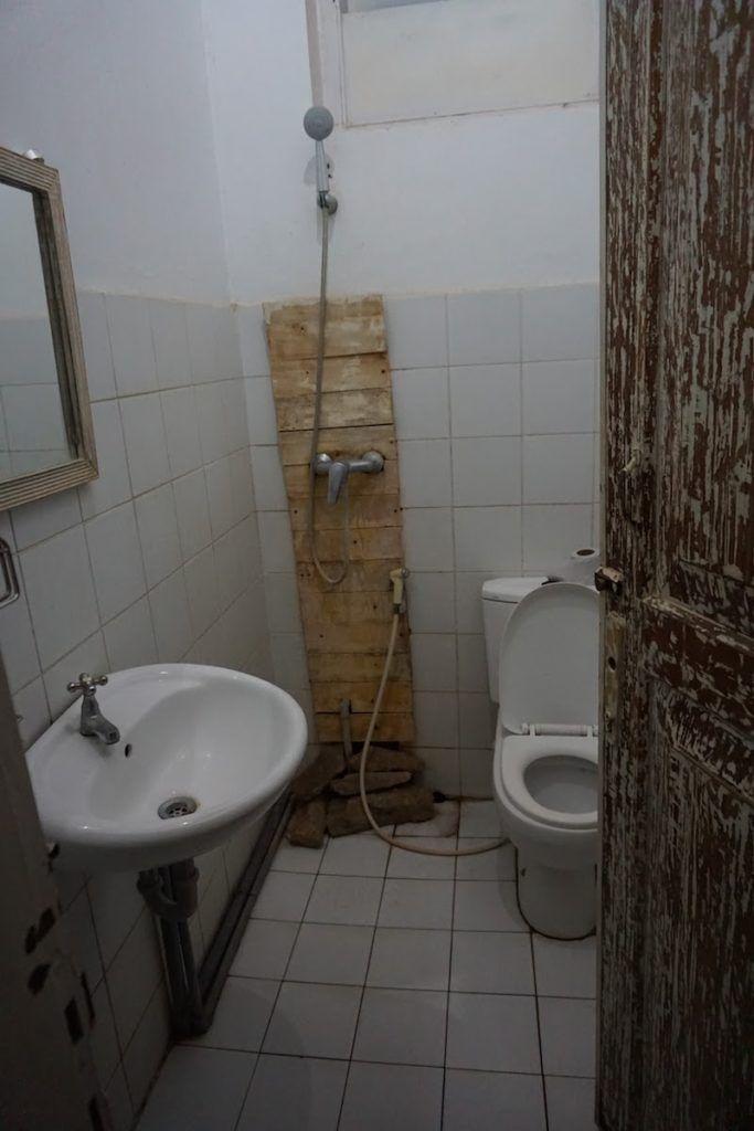 El baño no era espectacular pero cumplía su función