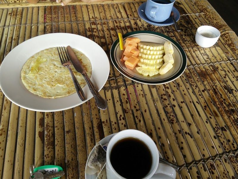 Desayuno en el Kuta Bay Homestay, en Kuta Lombok