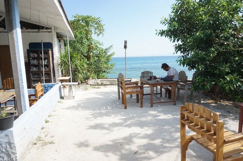 Zona de desayuno en Lavalon Hostel