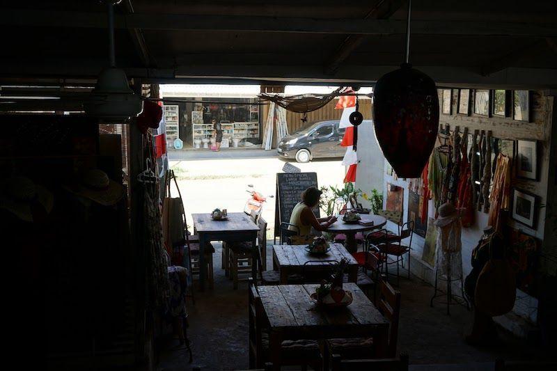 Entrada y cafetería en Casa Sellini