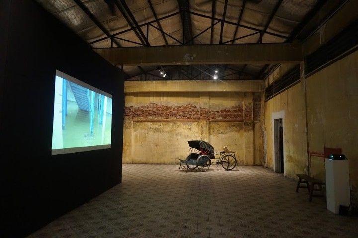 Una de las impresionantes salas del centro artístico y cultural Hin Bus Depot