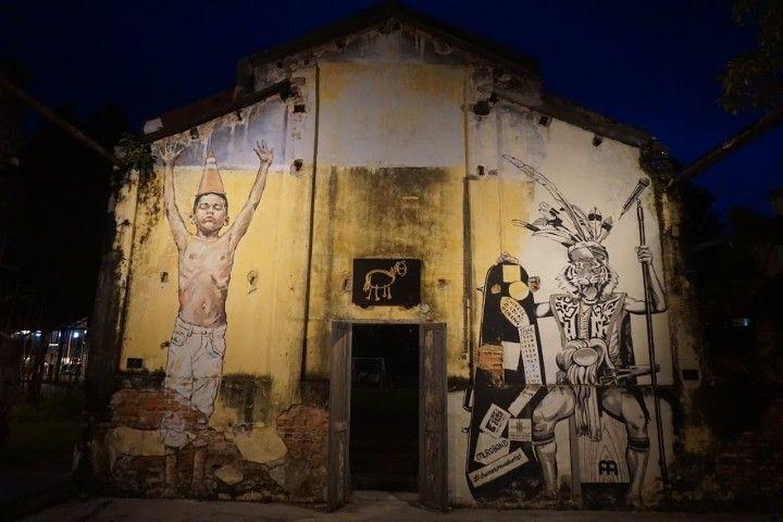 Más arte callejero en el patio del Hin Bus Depot