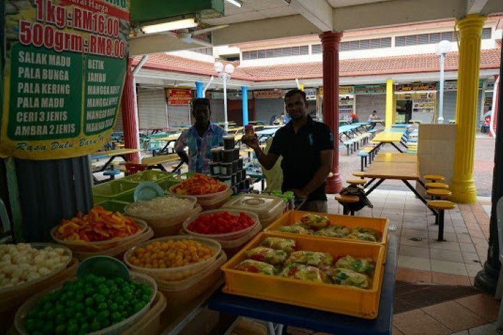 El mercado a orillas del estrecho de Malaca donde picar algo si entra el hambre.