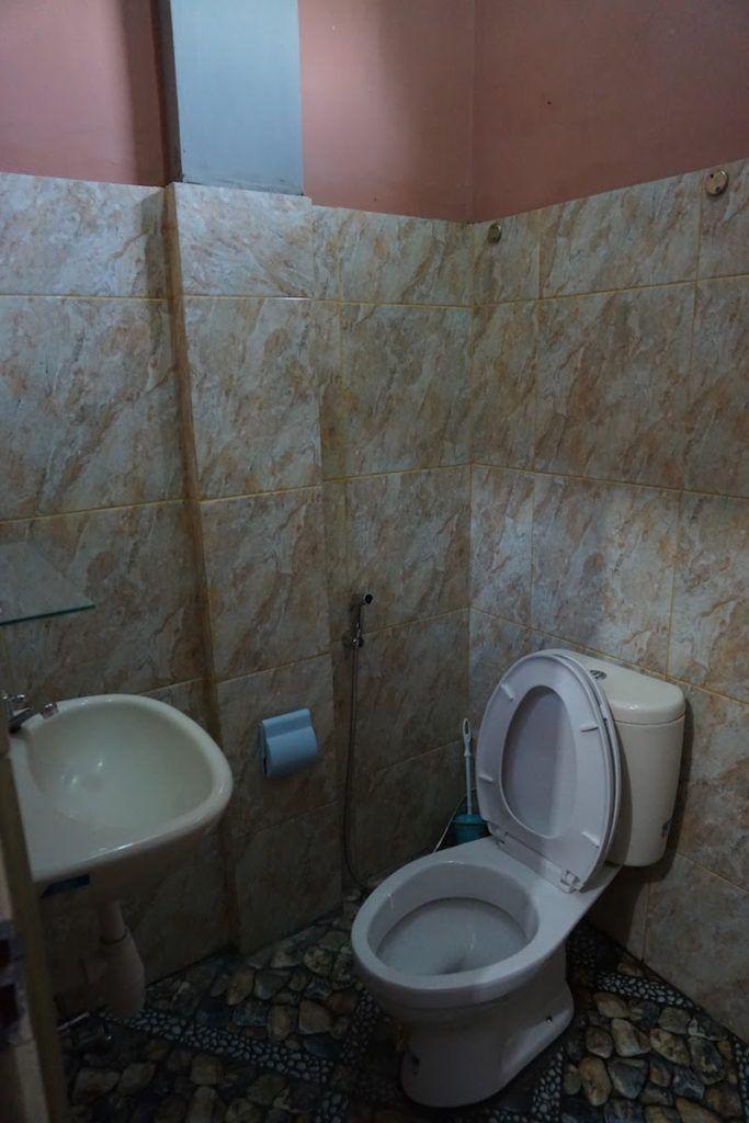 Baño en Edelweiss (Bajawa)