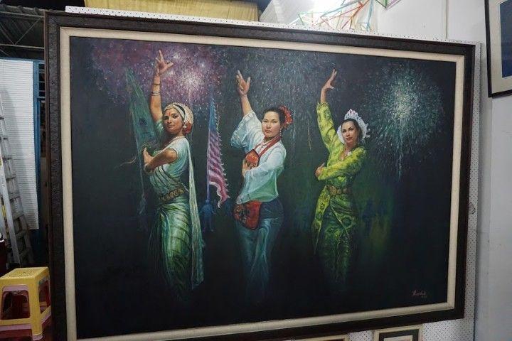 Un cuadro en la Galería muy representativo de la cultura de Penang: 3 bailarinas (una malaya, una china y outra hindu) bailando juntas. :)