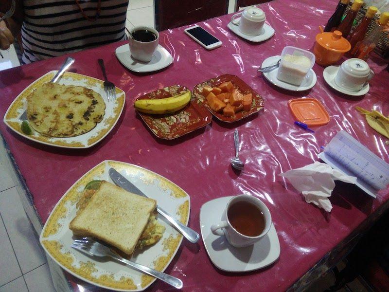 Desayuno en Edelweiss (Bajawa)