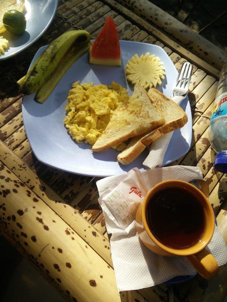 Desayuno en Nelly Homestay (Gili Air)