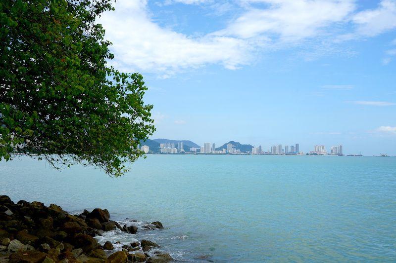 Skyline a orillas del estrecho de Melaka