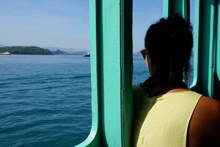 Inês en la casa-barco que pasaríamos los próximos 4 días