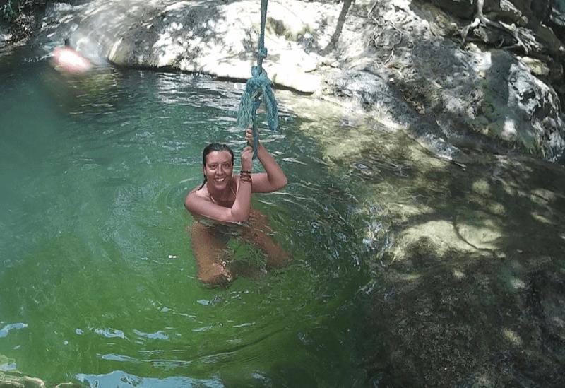 Cascada y liana en Mojo Island