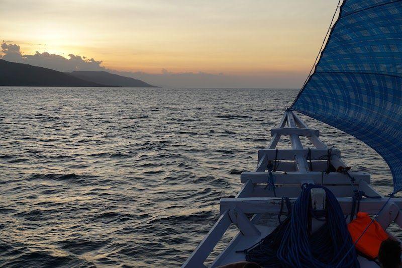 Puesta de sol desde el barco flores a lombok