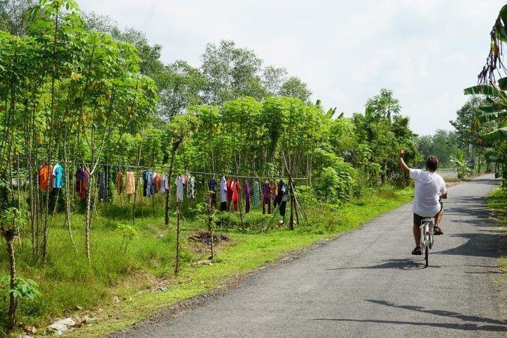 Chris, en nuestro paseo en bici por los entresijos rurales de Ben Tre, a orillas del Mekong