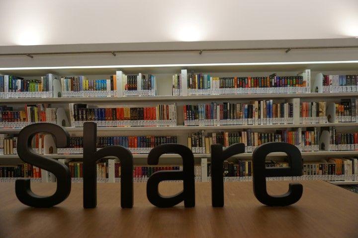 Biblioteca en Orchad. Y mensaje subliminal de que compartas el post si te ha parecido útil ;)