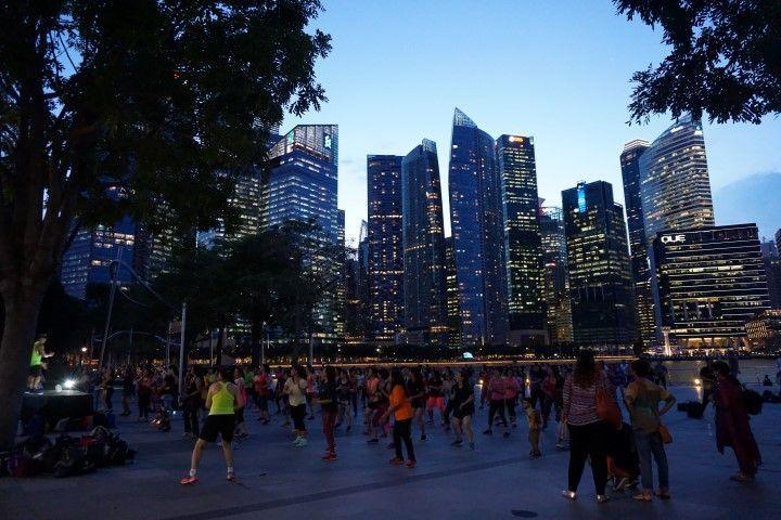 El deporte en Marina Bay al atardecer