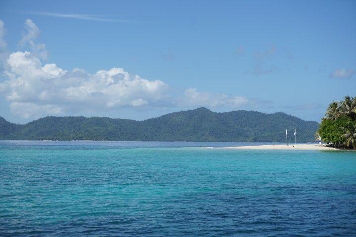 German island desde el barco, en el island hopping de San Vicente Población