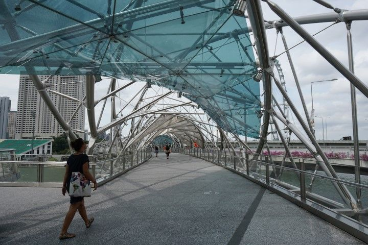 Inês en el Helix Bridge