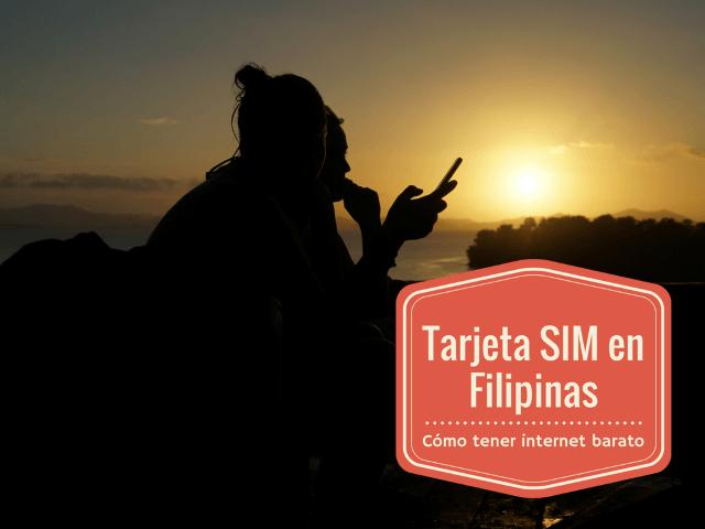 Inês con su móvil frente a la impresionante puesta de sol en San Vicente (Palawan)