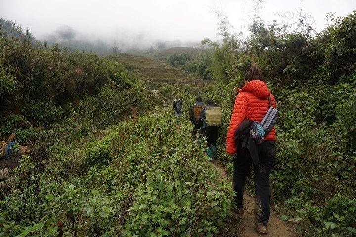 Trekking por Sa Pa con tres mujeres Hmong acompañándonos, entre ellas nuestra guía majísima Chi