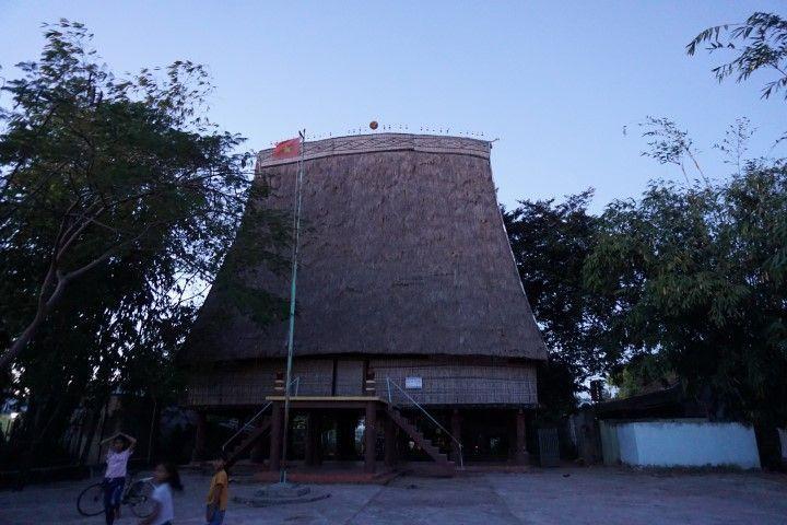 Casa típica de Kon Tum