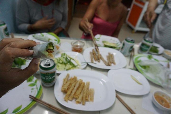 Nuestra cena de rollitos DIY, muy típicos en Buon Ma Thuot