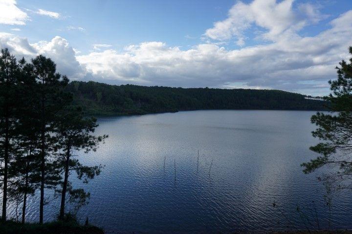 El impresionante lago Bien Ho. Un remanso de paz. Y de fotos postureras.