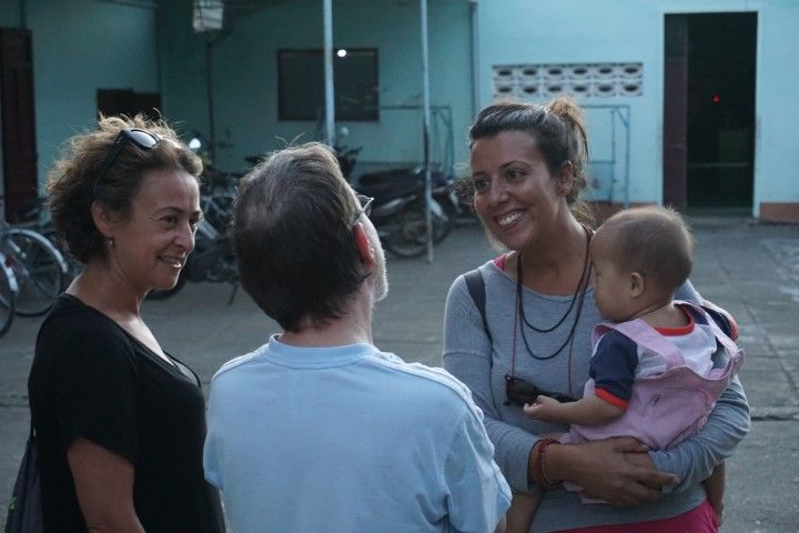 Inês, Lorena y el trabajor belga en el orfanato Vinh Son
