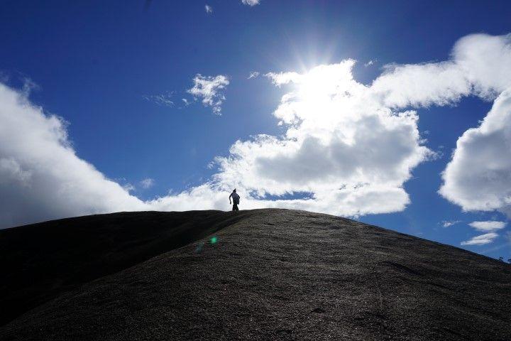 Inês fue la primera en llegar a la cima de la roca del elefante.