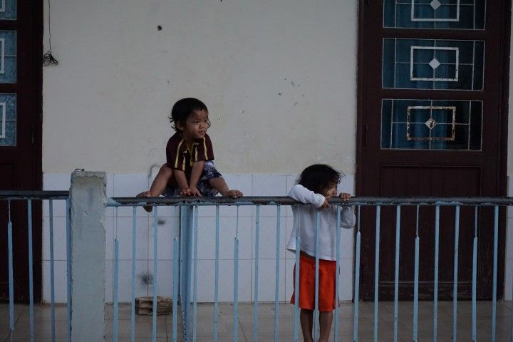 Dos niñas en el orfanato Vinh Son.